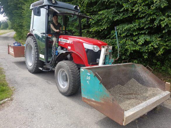 Traktor mit Splitt